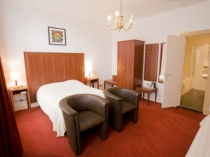 all our triple rooms have a bath..... so if you wish