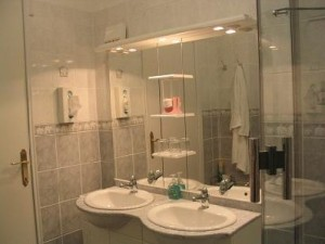All rooms with private bathroom with bath/shower, washbasin(s) and toilet.