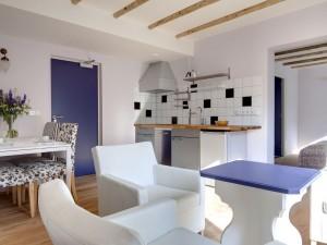 Instapklare gezinswoning met moderne vormgeving en verzorgd