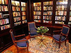 Authors from all around the world are guests of the Ambassade Hotel. In the library you can find their works; many of them are signed.