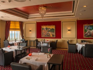 Restaurant Latour is Grand Hotel Huis ter Duin's prestigious à la carte restaurant and proud owner of a Michelin star. The restaurant is located at the first floor of the restaurant and has a spectacular view on the North Sea.